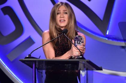 Jennifer Aniston, que reveló el significado de su tatuaje, en los premios de publicidad.