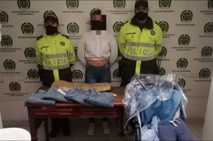 La Policía presentó a la mujer con el falso bebé y con las prendas que había hurtado, en un almacén en Cundinamarca