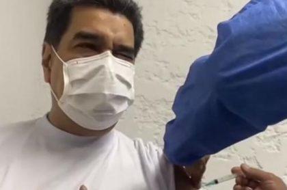 Video del momento en que Nicolás Maduro recibe la vacuna rusa Sputnik V contra el coronavirus