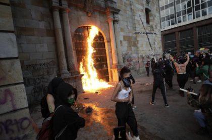Feministas que le prendieron fuego a iglesia de Bogotá