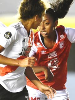 Santa Fe pierde con River Plate en Libertadores Femenina y se complica.