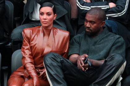 Kim Kardashian, empresaria, y Kanye West, cantante, en un show de Balenciaga en la Semana de la Moda en París.