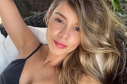 Selfi de Alejandra Buitrago, exnovia de J Balvin, ilustra nota sobre primera foto que publicó de su hija.