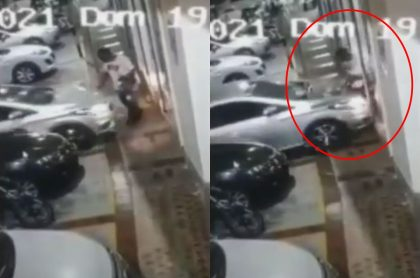 Captura de pantalla de video en el que mujer atropella a acomodador de carros en Valledupar