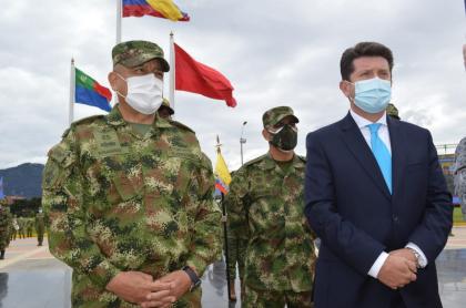 De izquierda a derecha: el comandante de las Fuerzas Militares, Luis Fernando Navarro; el comandante del Ejército, Eduardo Zapateiro, y el ministro de Defensa, Diego Molano.