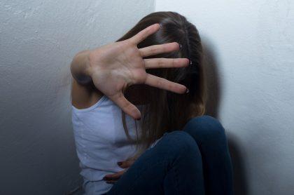 Mujer violentada ilustra nota sobre venezolana de 7 años apuñalada por su exnovio