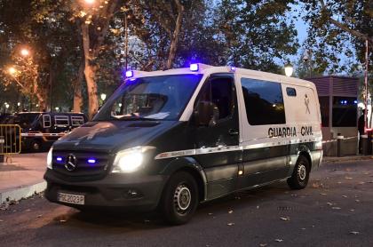 Imagen de vehículo de la Guardia Civil española ilustra artículo Detienen a 22 colombianos en España que fabricaban caletas para narco-carros