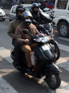 Imagen de motociclistas ilustra artículo Alcaldía de Bogotá no tomará medidas con parrilleros de motos y domiciliarios
