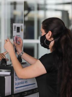 Viajeros internacionales ya no tendrán que presentar prueba PCR negativa al ingresar a Colombia.