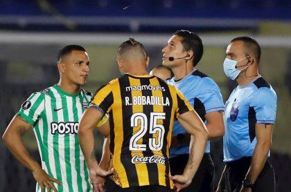 Pelea en el partido Guaraní vs Atlético Nacional de Copa Libertadores