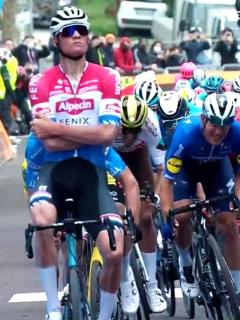 Mathieu Van der Poel gana con brazos cruzados cuarta etapa de la Tirreno-Adriático.