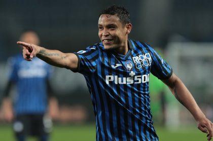 Luis Fernando Muriel celebrando su golazo hoy en partido Atalanta vs Spezia en Serie A