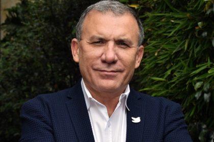 Roy Barreras, que dice que se va a consulta con Gustavo Petro en 2022.