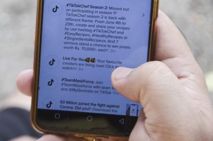 Imagen de celular ilustra artículo Cuba: Partido Comunista pone en la mira a las redes sociales