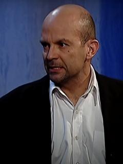 Andrés Felipe Martínez como Malcolm en 'Pasión de gavilanes' ilustra nota sobre por qué se divorció de actriz Nataly López.