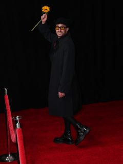 Bad Bunny, que ganó su primer gramófono venciendo a Camilo Echeverry y Ricky Martin, en la alfombra roja de los Premios Grammy 2021, en el Staples Center de Los Ángeles, California, Estados Unidos. Bad Bunny on the red carpet at the 63rd Annual Grammy Awards, at the Los Angeles Convention Center, in downtown Los Angeles, CA, Wednesday, Mar. 14, 2021. (Jay L. Clendenin / Los Angeles Times via Getty Images)