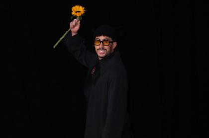 Bad Bunny, que ganó su primer gramófono venciendo a Camilo Echeverry y Ricky Martin, en la alfombra roja de los Premios Grammy 2021, en el Staples Center de Los Ángeles, California, Estados Unidos. Bad Bunny on the red carpet at the 63rd Annual Grammy Awards, at the Los Angeles Convention Center, in downtown Los Angeles, CA, Wednesday, Mar. 14, 2021. (Jay L. Clendenin / Los Angeles Times via Getty Images)