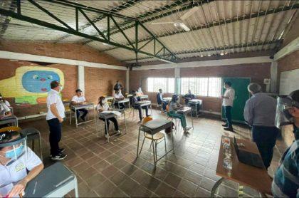 Imagen del regreso de niños a clases presenciales en el colegio del municipio de La Peña, en Cundinamarca