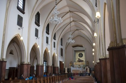 Semana Santa en Bogotá: ¿se permiten misas? ¿Sendero de Monserrate está abierto?. Interior de la iglesia de Monserrate, 2012.