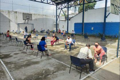 Imagen que ilustra visitas a reclusos bajo protocolos de bioseguridad en la cárcel de Caicedonia, Valle del Cauca