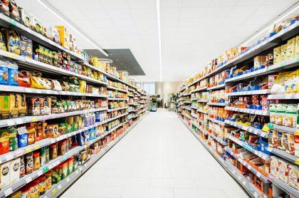 Alimentos en supermercado ilustran nota sobre comida que tendría IVA con la Reforma Tributaria