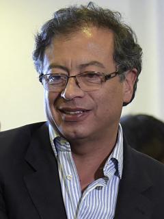 Gustavo Petro, que lideran intención de voto en encuesta Datexco