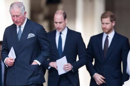 Foto de Príncipe Carlos y sus hijos William y Harry, a propósito de su llamada luego de entrevista con Oprah