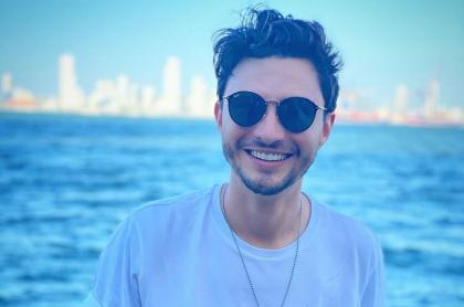 Diego Sáenz en la playa, quien aclara si abrirá cuenta de Onlyfans