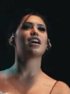 Ana del Castillo, quien responde a quienes dicen que es una 'periquera'