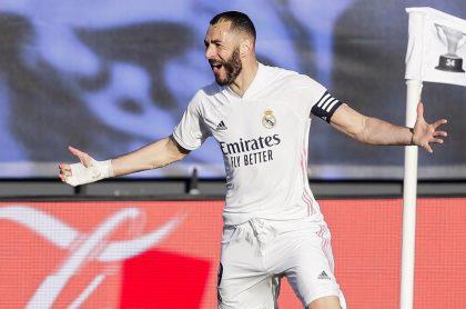 Karim Benzema celebrando gol con el Real Madrid, equipo del que se filtró su nueva camiseta para la temporada 2021-2022