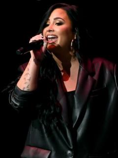Demi Lovato en un concierto, a propósito del documental que habla sobre la violación que sufrió