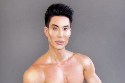 Justin Jedlica, conocido como el Ken humano,  se opera parte del cuerpo que nunca se había retocado en intervención número 1.000