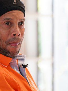 Ronaldinho, quien estaría en el alcoholismo luego de la muerte de su mamá