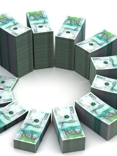 Billetes de 100 mil pesos colombianos ilustran nota sobre resultados de las loterías de Valle, Meta y Manizales del 17 de marzo e 2021.