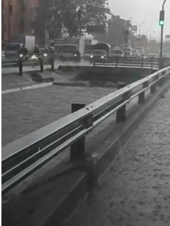 Caño de la Avenida Boyacá en Bogotá casi desbordado por torrenciales lluvias