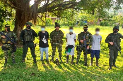 Los Caparros liberaron otros tres jóvenes que habían reclutado en Antioquia