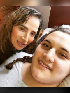 Foto de Luly Bossa y su hijo Ángelo, a propósito de contagio de COVID-19