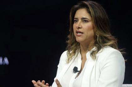 Primera Dama María Juliana Ruiz, quien sí pidió libro sobre ella, según prueba de Noticias Uno
