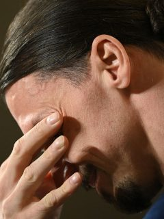 Zlatan Ibrahimovic llora por sus hijos durante rueda de prensa, en su regreso a la Selección de Suecia