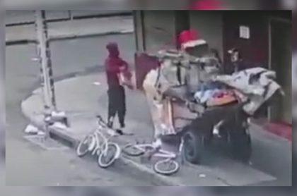 Bogotá: falsos recicladores roban negocios en Engativá; usan carretas en hurtos