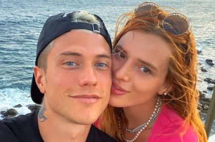 Bella Thorne y Benjamin Mascolo, en la playa, a propósito de su reciente compromiso.
