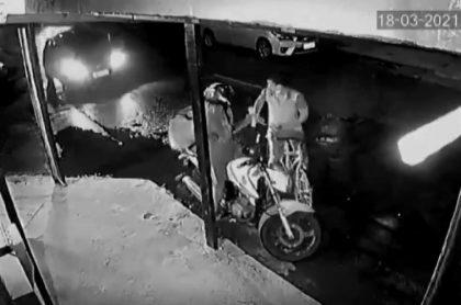 Conductor que atropelló a ladrón que robaba a un domiciliario en Brasil