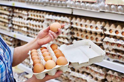 Huevos Santa Rita, tradicional compañía avícola de Colombia, anunció que dejará la docena de huevos a $1.800 como dijo el ministro Alberto Carrasquilla.