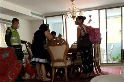 Momento en que capturan a empleada acusada de poner veneno en avena para dos adultos en Barraquilla