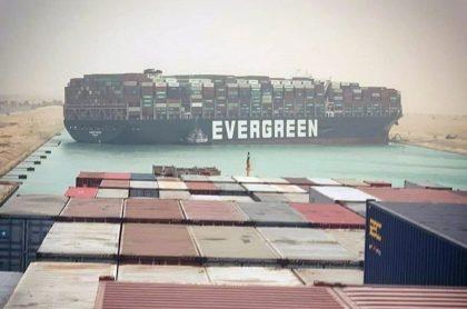 Imagen del bloqueo del canal del Suez.