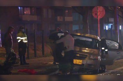 Imagen del accidente donde murió un taxista en Bogotá, luego de sufrir infarto y estrellarse