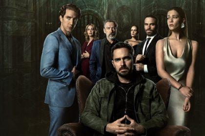 Poster de '¿Quién mató a Sara?' con Manolo Cardona y otros actores, a propósito de notas sobre quién es Ximena Lamadrid, actriz que hace de Sara en esa serie de Netflix.