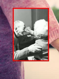 Video viral de abuelos que se reencuentran en su casa.