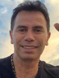 Jhonny Rivera, cantante de música popular, mostró su finca.