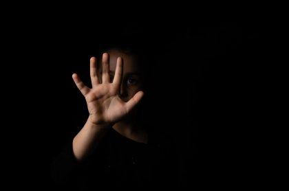 Imagen de una niña, que ilustra caso de mujer que se grabó abusando de su hija en Manizales